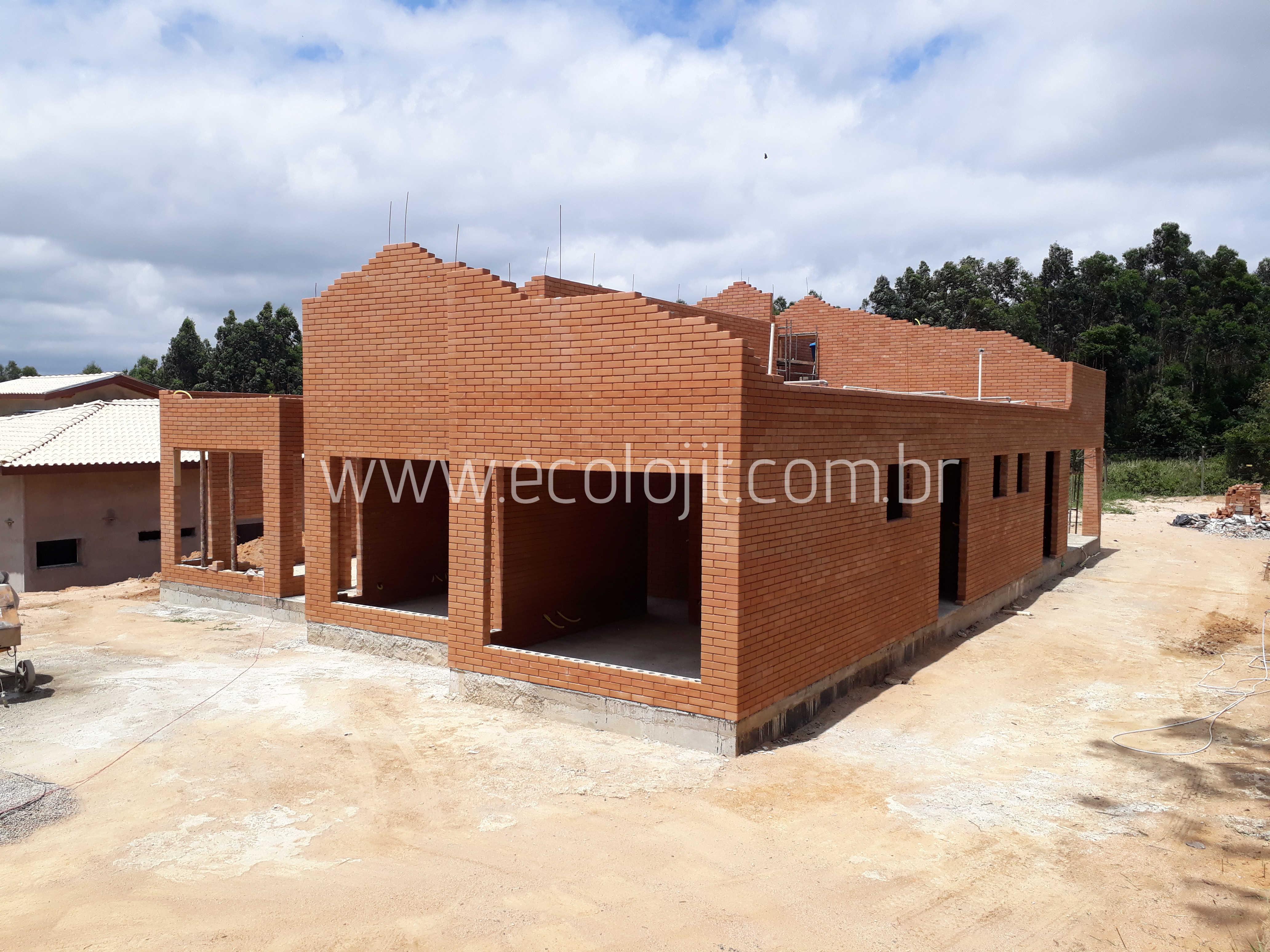 Casas de alto padrão com tijolo ecológico EcolojiT.