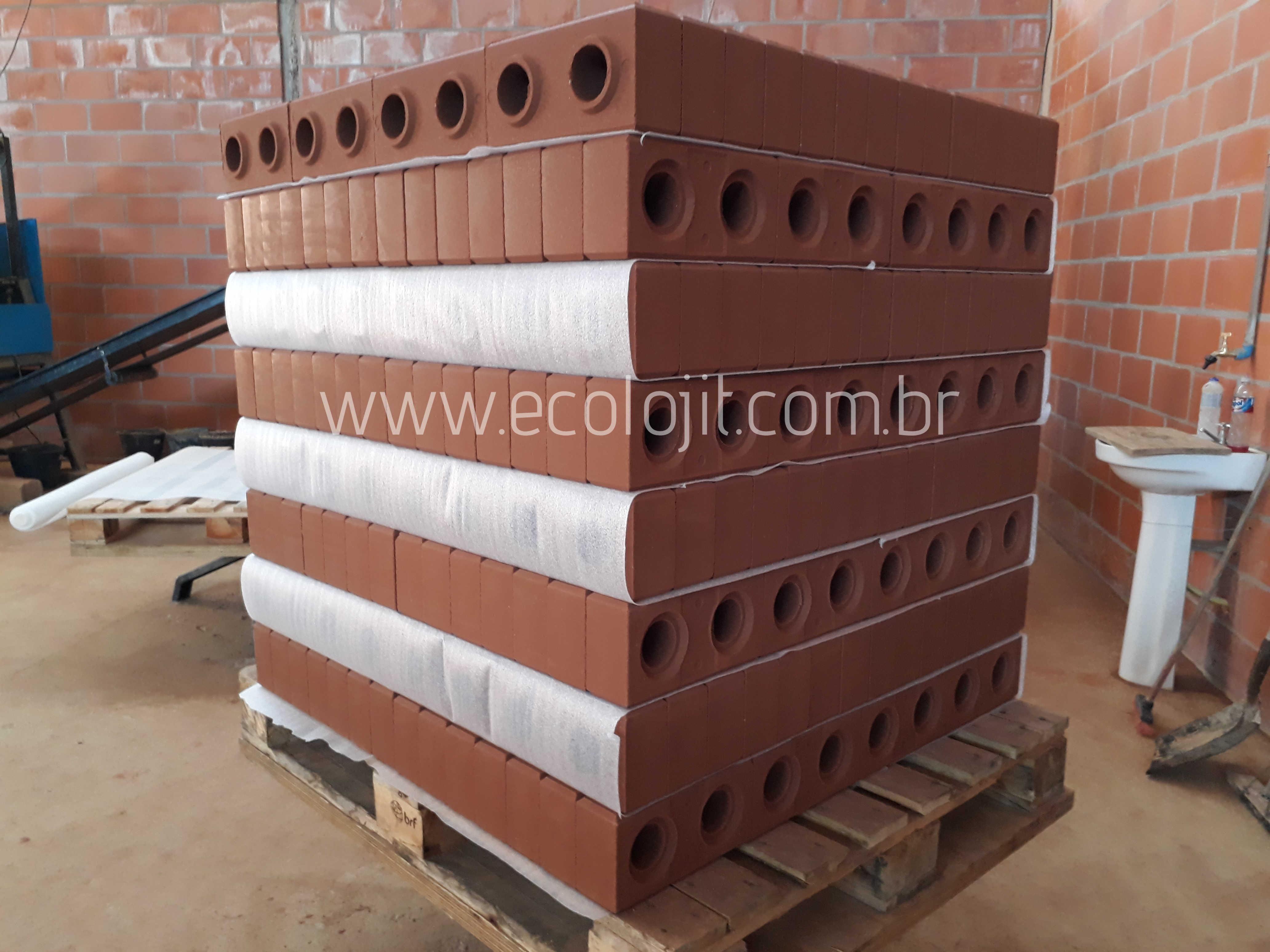 Fabricação do tijolo ecológico EcolojiT.