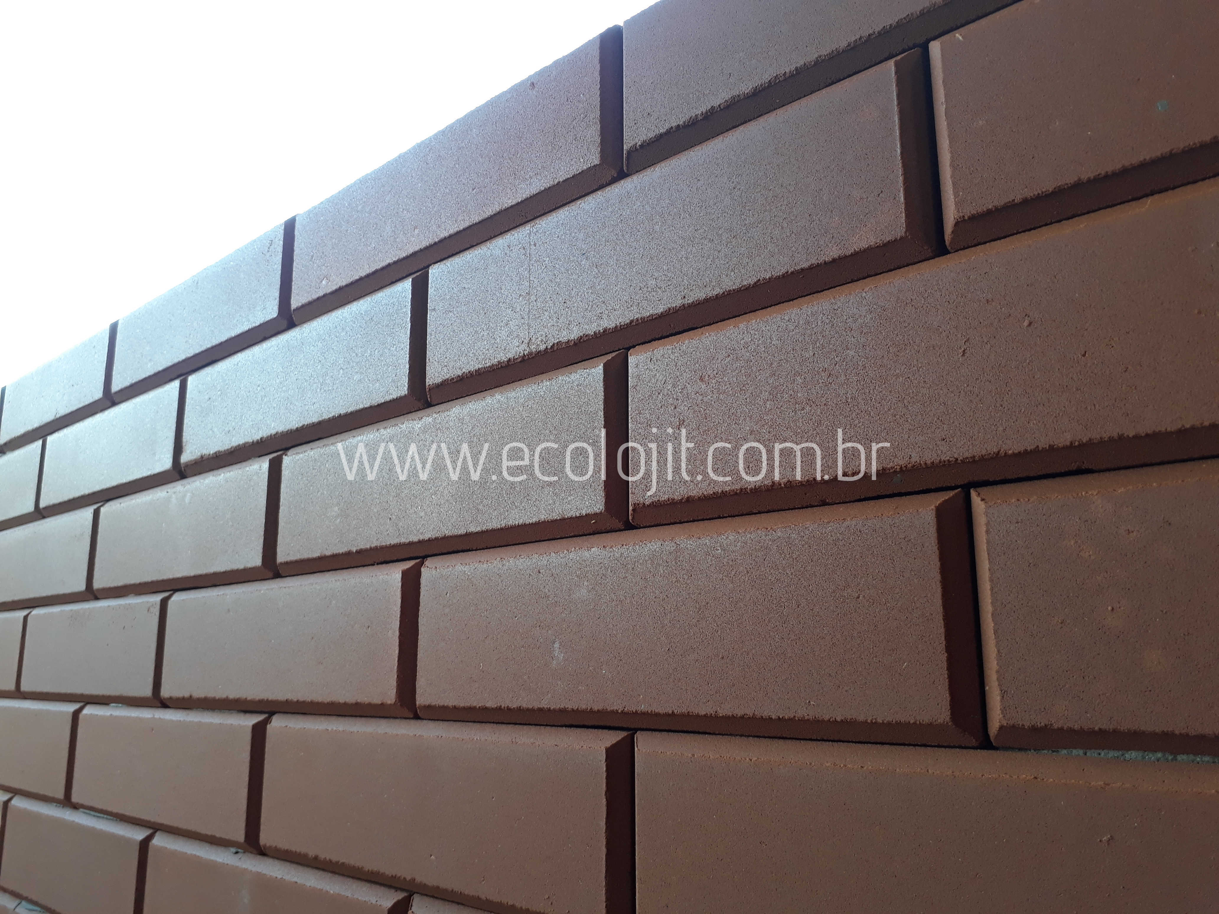 Tijolo ecológico é uma excelente opção de acabamento e revestimento para alvenaria residencial.