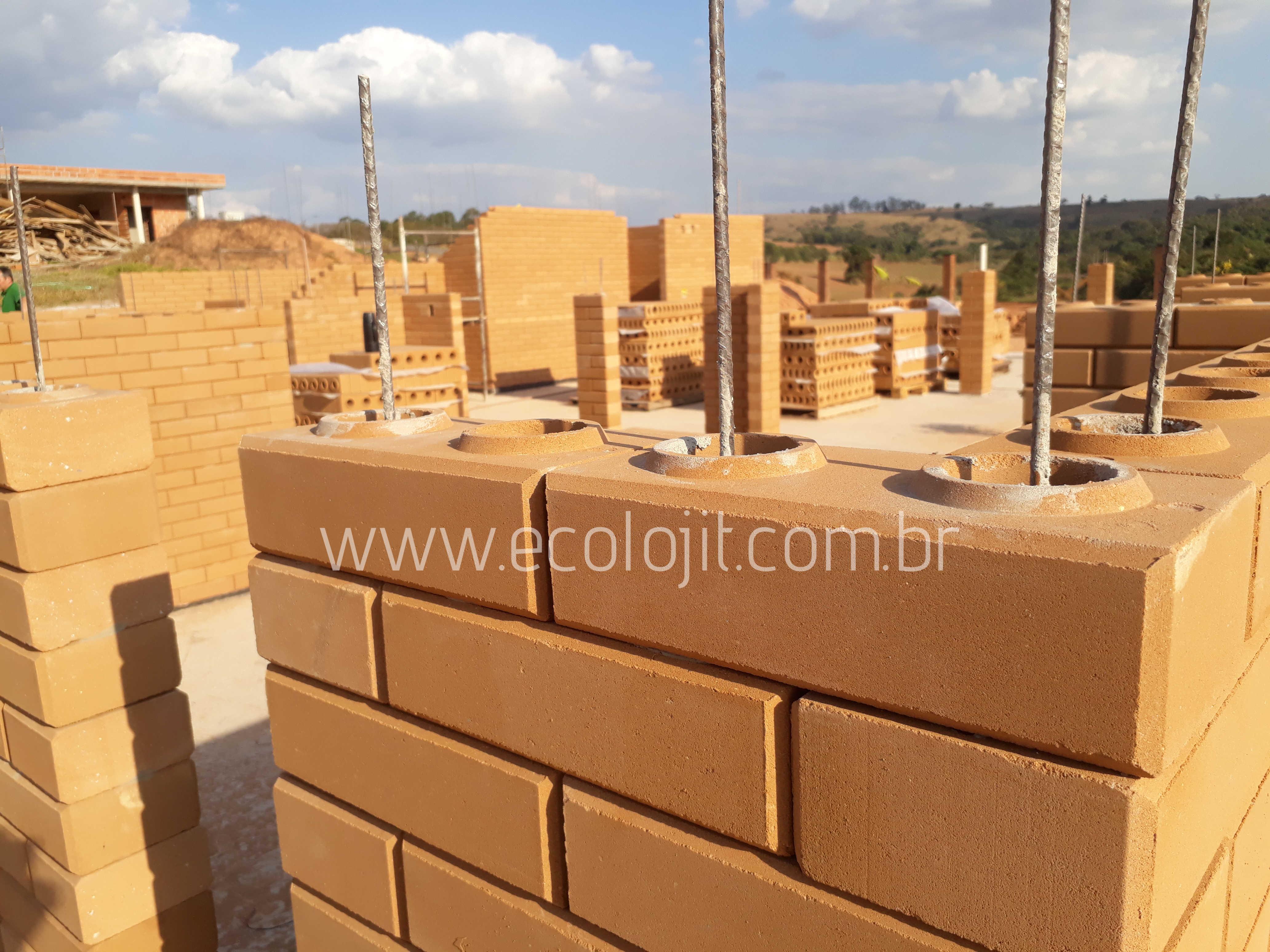 Tijolo Ecológico sendo utilizado para construção de uma residencia em São Paulo.